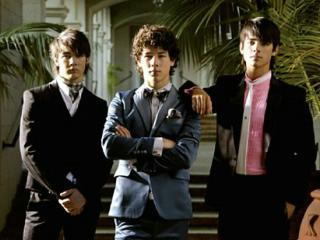 Jonas Brothers-Pushin` Me Away